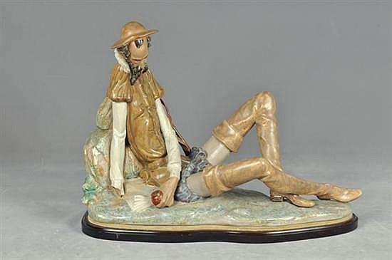 Don Quijote. Siglo XX. En porcelana policromada Lladró, gres. Con base (desmontable). Diseño en posición de reposo. Detalles.