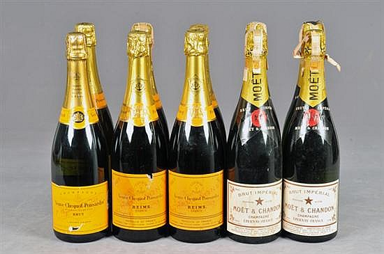 Lote de champagne. Marcas: 6 Veuve Clicquot Ponsardin, 4 Brut Imperial. Champagne. Francia. Capacidad: 750 ml. Total de piezas: 10