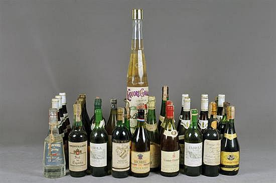 Lote de vinos. Diferentes marcas. Vino Tinto y Blanco. Alemania, España, Francia, otros. Diversas cosechas. Total de piezas: 33.