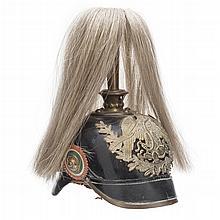PICKELHAUBE S XIX.Cuero color negro,águila mexicana de metal dorado y rosetón tricolor, con leyenda,pincho y penacho de crin. 29 cm alt