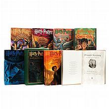 Rowling, J. K. Harry Potter. U.S.A.: Scholastic Press, 1998, 1999, 2000, 2003, 2005 y 2007. Primeras ediciones americanas. Pzas: 8.