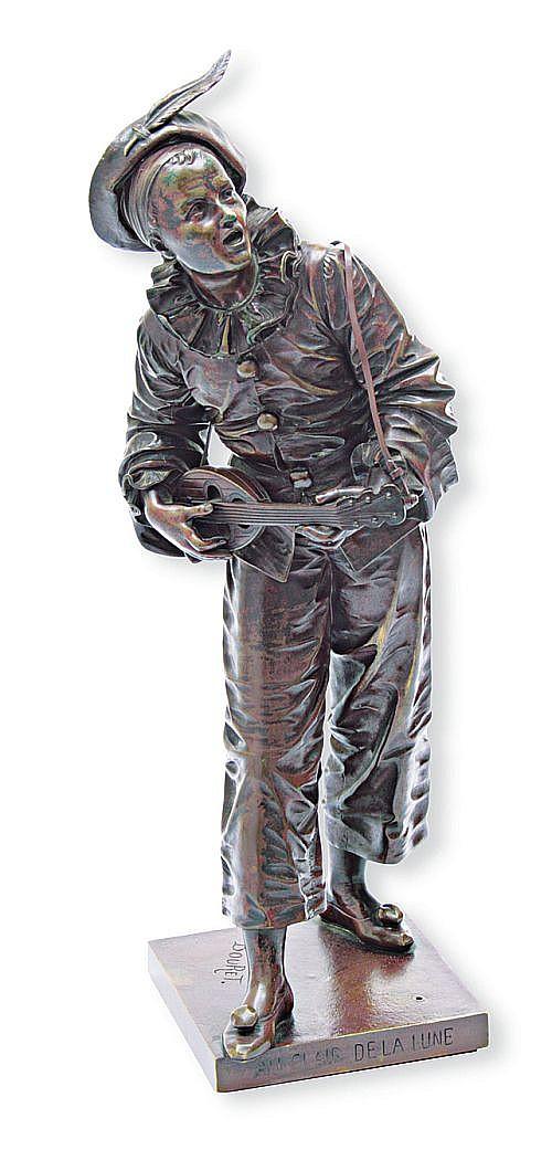 Au Claire de la Lune. A la manera de Eutrope Bouret. Esc. francesa, circa 1900. Fundición en bronce. Patinada en color café. 48 cm alt.