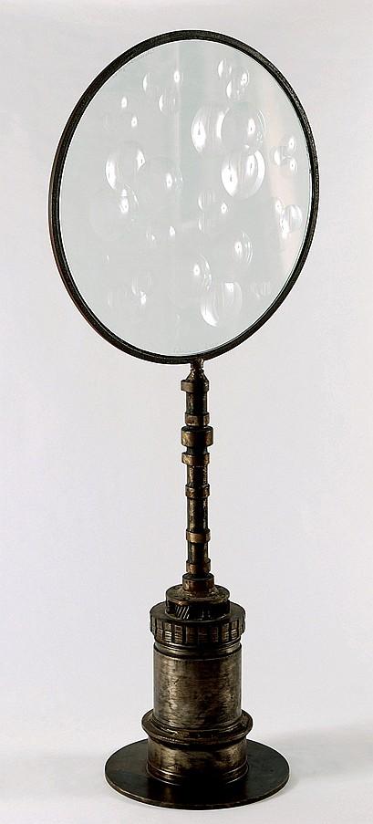 FELICIANO BEJAR, Magiscopio, Firmado y fechado 88, dos veces, Acero (chatarra) y cristal tallado, 110 cm de altura x 47 cm de diámetro