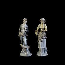 Lote de figuras decorativas. Origen español. Elaboradas en porcelana Lladró. Consta de: mujer campesina y cazador.