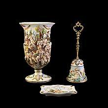 Lote de figuras decorativas. Origen italiano. Siglo XX. Elaboradas en porcelana policromada Capodimonte.