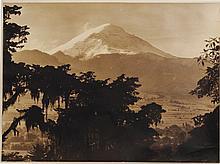 Brehme, Hugo. a) Mexiko Baukunst - Landschaft - Volksleben. Berlin, 1925. b) Vista del Popocatepetl. Fotografía, 24.5 x 33.5 cm. Piezas