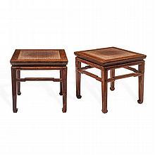 JUEGO DE TRES MESAS ORIENTALES CHINA, SIGLO XX. Elaboradas en madera, cuadrangulares, travesaños geométricos, cubierta de bejuco.
