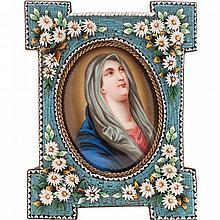 VIRGEN DE LA SOLEDAD. FRANCIA, SIGLO XX. Óleo sobre porcelana, marco con decoración de micromosaico con figuras florales.