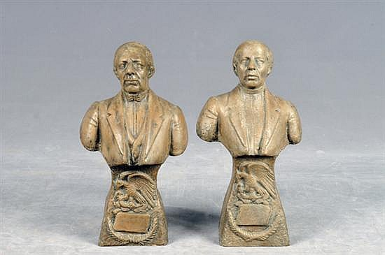 Efigies de Juárez e Hidalgo. Elaborados en cerámica. Decorados con emblema nacional y cartela. Presenta restauraciones. Piezas: 2