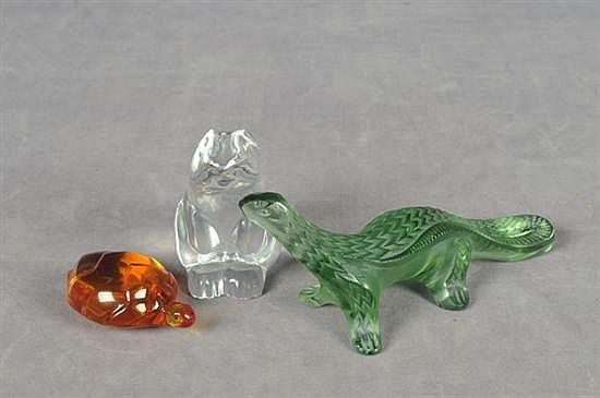 Pisapapeles. En cristal. Diferentes tamaños. Consta de: a) Conejo. Baccarat. b) Tortuga. Baccarat. c) Lagarto. Lalique. Piezas: 3