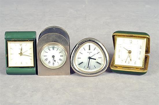 Lote de relojes. Diferentes tamaños. En metal. Mecanismos de cuerda. Consta de: a) Swiza 8. b) Helveco. c) Peter. d) Sin marca. 4 pz.