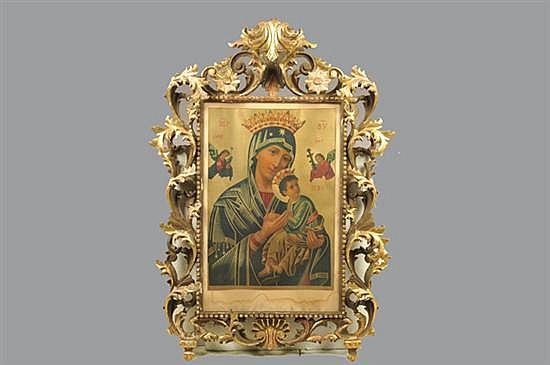 Virgen del Perpetuo Socorro. Reproducción. Enmarcada, marco de madera tallada y dorada. Presenta fisuras y faltantes.