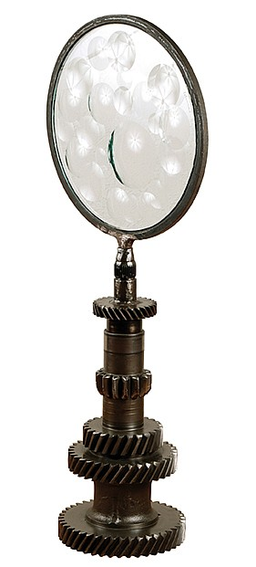 FELICIANO BEJAR, Magiscopio, Firmado y fechado, 96 Acero (chatarra) y cristal tallado, 66 cm de altura x 27 cm de diámetro.