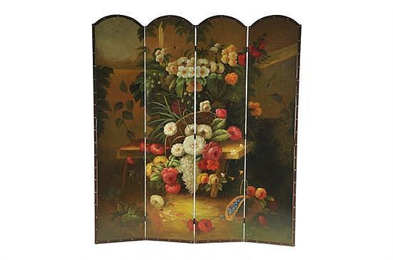 Biombo. Elaborado en madera. Diseño a 4 hojas. Decorado con motivos florales al óleo. Dimensiones: 182 x 163 cm.