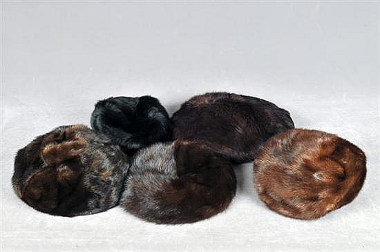 Lote de gorros. Elaborados en piel de mink y zorro. Diferentes tonalidades. Piezas: 5
