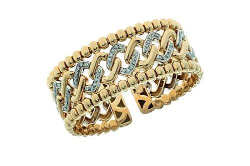 BRAZALETE ABIERTO CON DIAMANTES EN ORO AMARILLO Y BLANCO DE 18K. 60 Diamantes corte brillante ~0.90 ct.