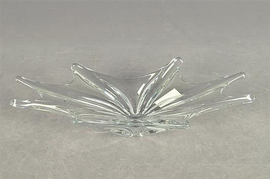 Centro de mesa. Elaborado en cristal de Baccarat. Diseño en forma de estrella. Sello de autenticidad casi imperceptible.