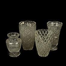 Lote de floreros. Siglo XX. Elaborados en cristal, algunos de Bohemia y Kristaluxus. Diferentes diseños y tamaños.  Piezas: 4