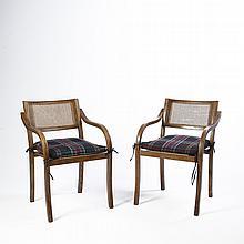 Par de sillones. Siglo XX. Elaborados en madera. Con respaldos con bejuco tejido y asientos desmontables en tapicería cuadriculada