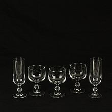 Lote de copas. Francia. Siglo XX. Marca Luminarc. Diseño liso. Consta de: 24 copas para vino y 10 copas para champagne.