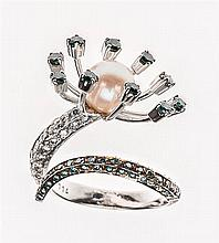 AN 18 KARAT WHITE GOLD, BLUE AND WHITE DIAMOND, AND PEARL RING