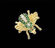 AN 18 KARAT GOLD BUMBLE BEE DIAMOND AND EMERALD BROOCH