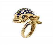 AN 18 KARAT YELLOW GOLD, ENAMEL AND EMERALD DOLPHIN RING