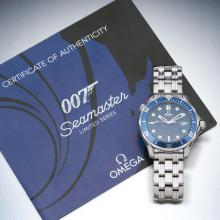 A Gentleman's stainless steel Seamaster Professional 007 'James Bond? Diver wristwatch, Omega, 2007. Automatic. 41.5mm. Ref: 226.80. Cal. 2500. Serial number 81732018. Blue dial and dot markers. Co-axial movement. Case, dial, movement and bracelet signed. Original bracelet.ÿBox and papers.ÿ