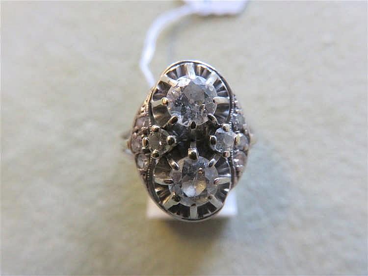 Bague en or blanc, ornée de deux diamants taille a