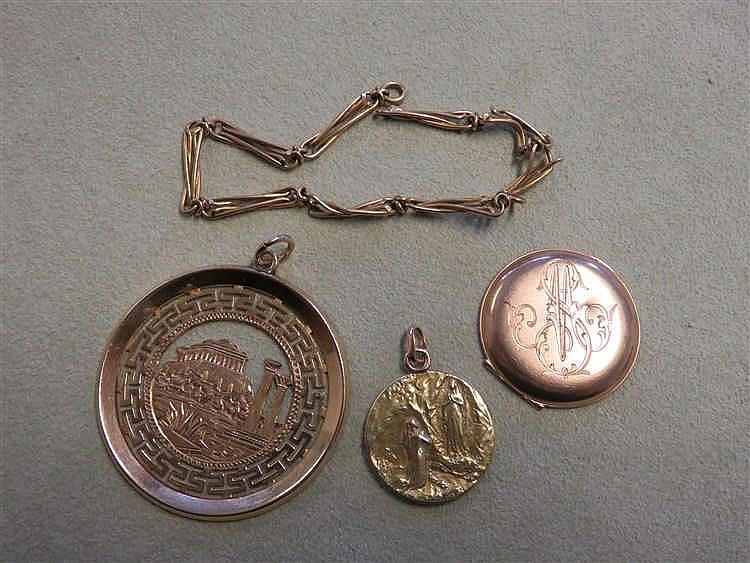 Deux pendentifs, une coque de montre et un fragmen