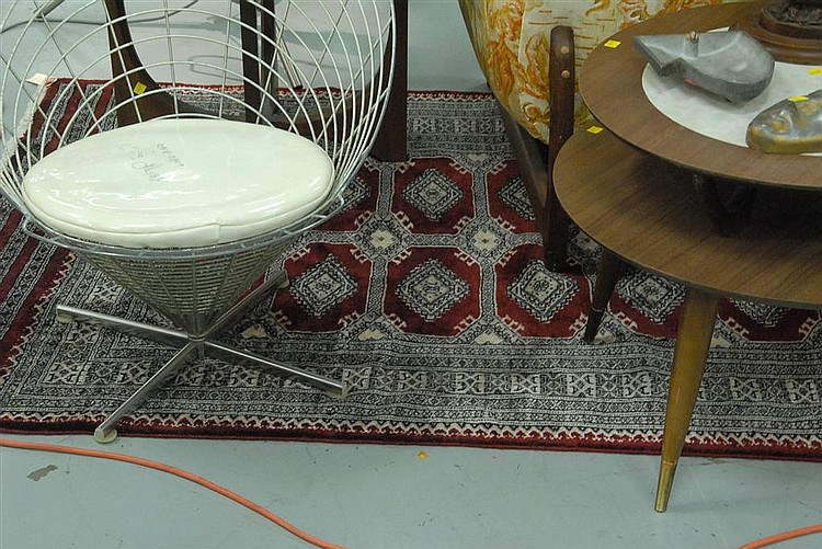 "Oriental rug, 4'1"" x 6'3""."