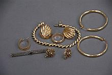 14K gold lot to include bracelet, bar pin, and earrings, 40 grams.