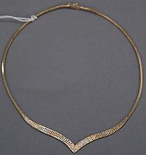 14K multi-color gold necklace, 15.7 grams.