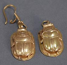 Pair of Mid-Eastern gold scarab style egyptian earrings, one with loop missing, 7.8 grams.