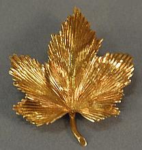 Tiffany 18K gold leaf pin, marked Tiffany & Co. 14.9 grams
