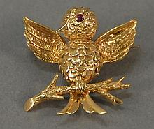 Boucheron 18K gold bird pin marked Boucheron Paris. 10 grams
