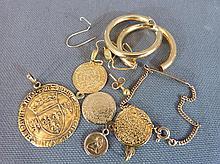 Lot or: boucles d'oreilles, médailles et divers (acc)