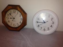 2 Wall Clocks