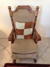 Wood Rocking Chair With 2 Pillows