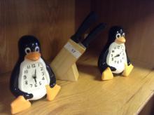 (2) Penguin Clock Decor, (1) 5pc Knife Set