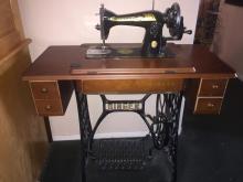 Vintage Singer Sewing Machine 1973