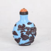 CHINESE PEKING GLASS OVERLAY SNUFF BOTTLE