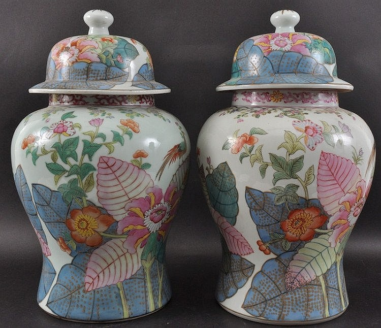 A PAIR CHINESE PORCELAIN ENAMELLED GINGER JAR AND