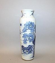 A LARGE CHINESE BLUE & WHITE PORCELAIN SLEEVE VASE
