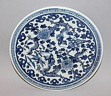 A 19TH CENTURY CHINESE BLUE & WHITE PORCELAIN DRAGON DISH