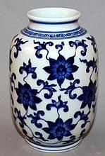 A CHINESE BLUE & WHITE PORCELAIN VASE