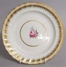 AN 18TH CENTURY DERBY PLATE, painted with a centra