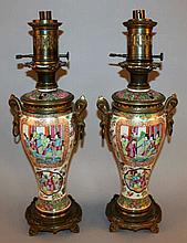A GOOD PAIR OF 19TH CENTURY CHINESE CANTON PORCELA