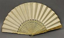 A LARGE 19TH CENTURY CHINESE CANTON IVORY FAN, wit