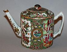 A 19TH CENTURY CHINESE CANTON PORCELAIN TEAPOT & C